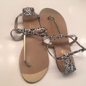 Snow leopard print flat sandals
